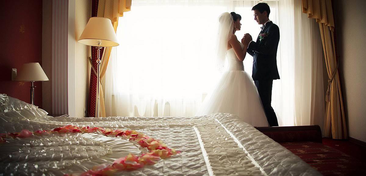 Первая брачная ночь: как сделать её незабываемой