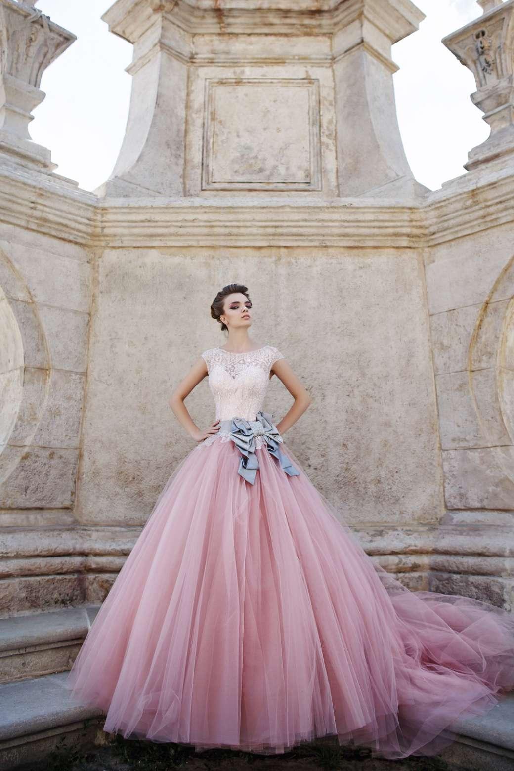 Свадебное платье с цветами — объемные украшения и новики сезона! + 70 фото