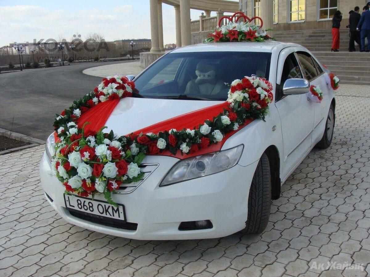 Украшение свадебных машин: советы по выбору (фото)