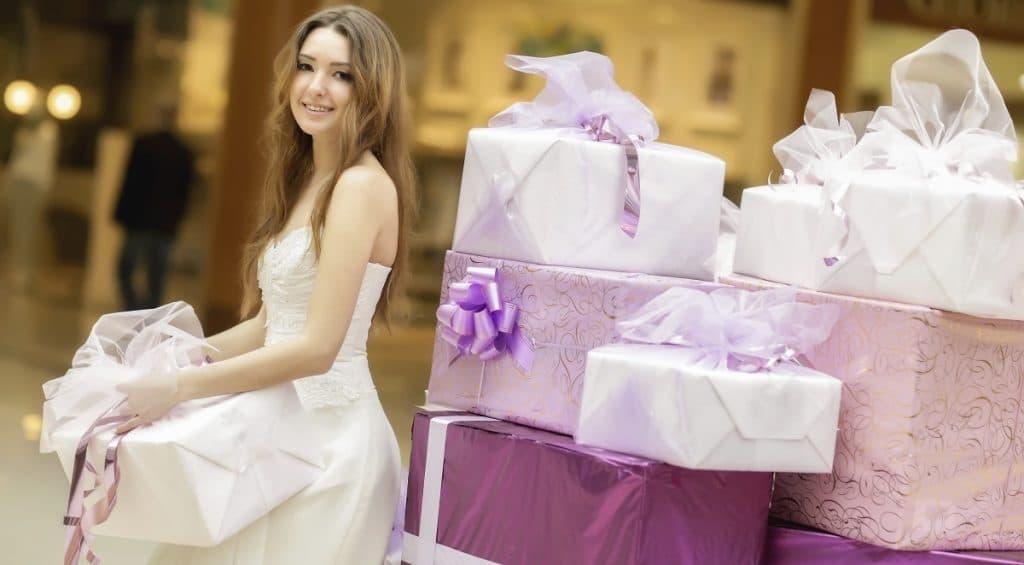 Зона для подарков молодоженам на свадьбе: объясняем все нюансы