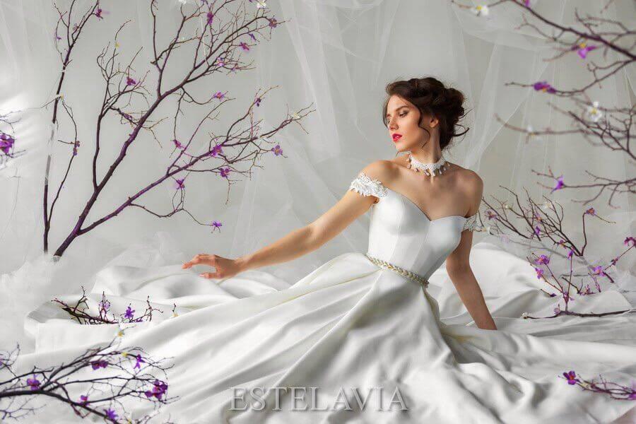 Как правильно подобрать украшения к вырезу платья и фото красивых ансамблей с украшениями | женский журнал читать онлайн: стильные стрижки, новинки в мире моды, советы по уходу