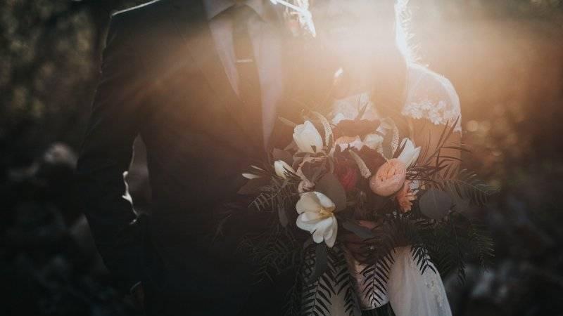 Какие бывают свадьбы по годам и что на них дарить?