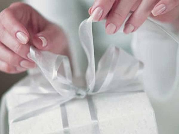 Как выбрать подарок невесте на свадьбу