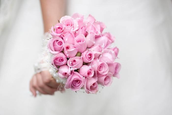 Традиция бросать букет невесты на свадьбе