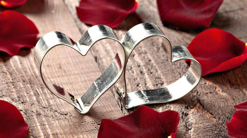 Что дарить на 10 лет свадьбы? что дарят на  оловянную годовщину совместной жизни друзьям и супругам?