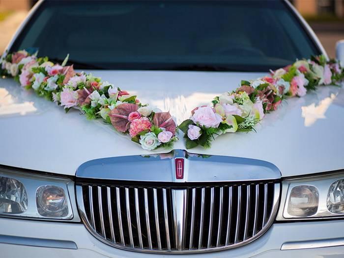 Украшаем машину на свадьбу своими руками — красивые сердца на капот или крышу.