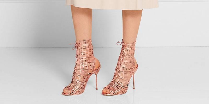 С чем носить красные туфли?