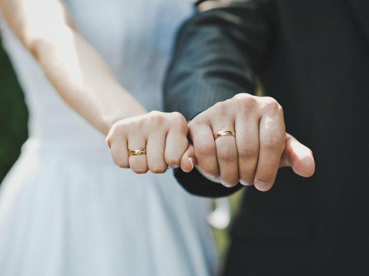 На какой руке носят обручальное кольцо?
