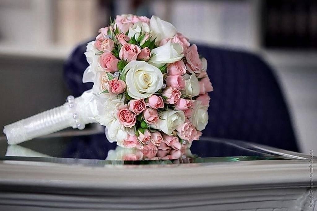 Сочетание цветов букета невесты и свадебного платья: фото и полезные советы
