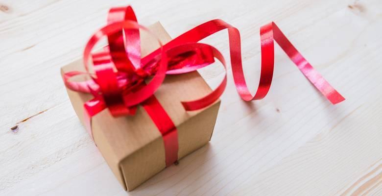 Что дарить на 12 лет совместной жизни после свадьбы?