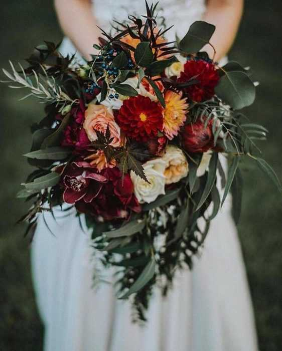Букет невесты к синему платью