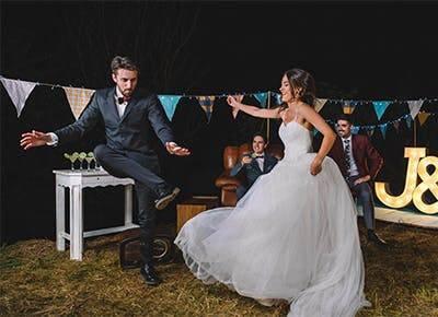 Украшение свадебного торта живыми или кремовыми цветами