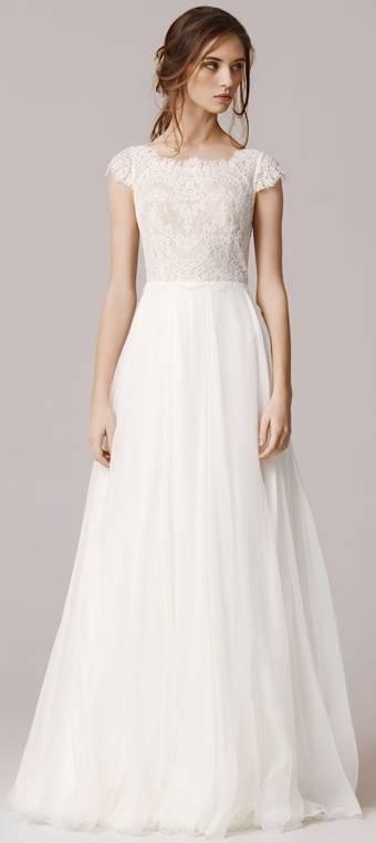 Уход за свадебным платьем: как сделать всё правильно до и после торжества