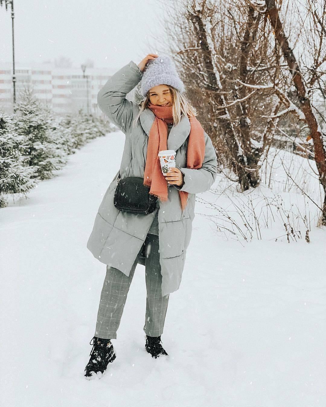 Красивая зимняя фотосессия на улице – для девушек, пары, семейная, с детьми, беременных, с подругой, в городе, парке, в шубе, свитере