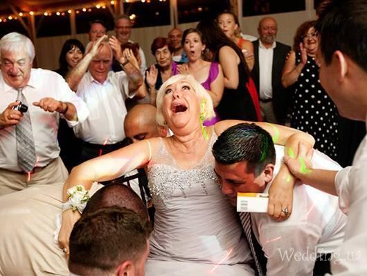 Конкурсы на свадьбу для гостей: смешные и современные