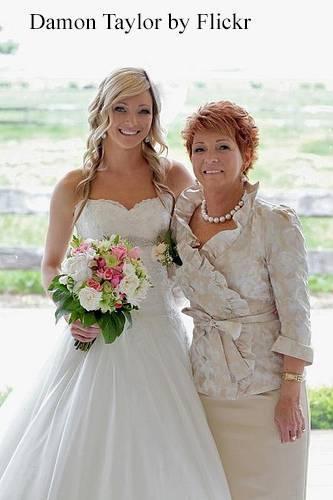 Прически на короткие волосы на свадьбу для невесты, мамы и подруг