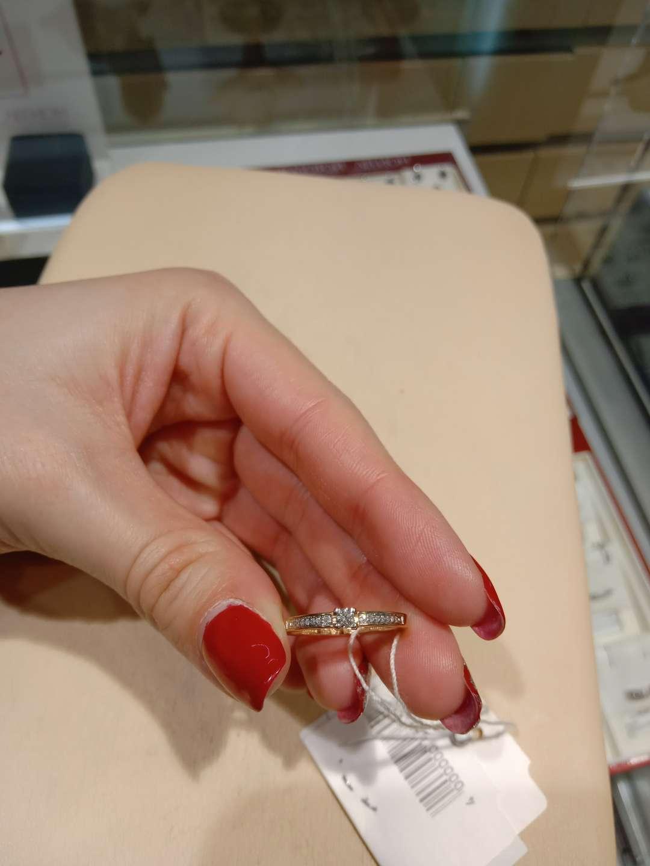 Разбирёмся вместе: на каком пальце и на какой руке носят помолвочные кольца