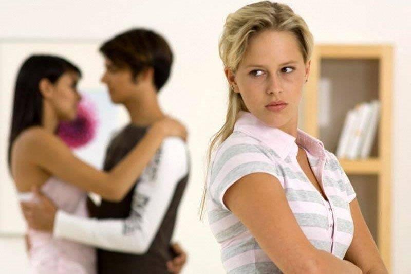 Как себя вести, если муж изменяет, но не уходит: советы психолога