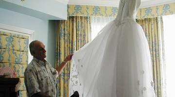 Как правильно постирать свадебное платье дома и не испортить его