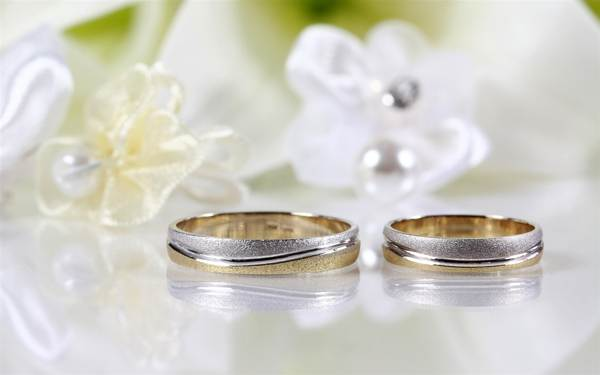 Можно ли покупать обручальные кольца заранее?