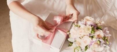 Как выбрать подарки на свадьбу для молодоженов: идеи лучших свадебных презентов