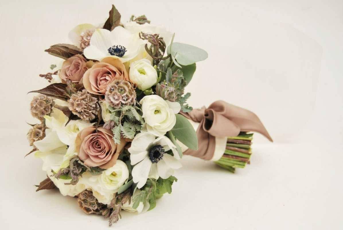 Можно ли невесте самой сделать букет приметы. если поймала букет невесты – какая примета бросать