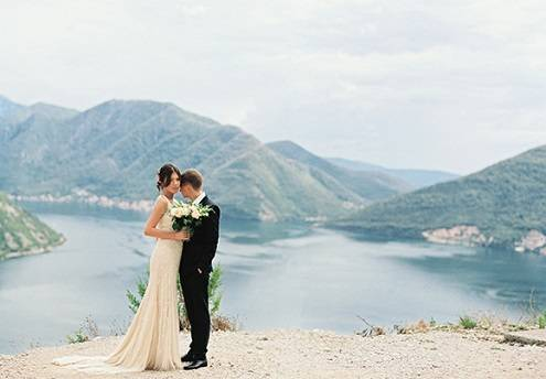 Символическая свадьба за границей: красивый путь к семейному счастью