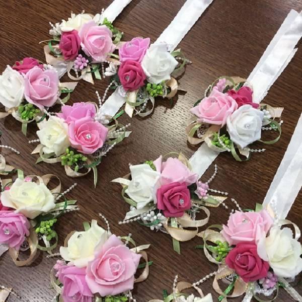 Бутоньерки на руку для подружек невесты