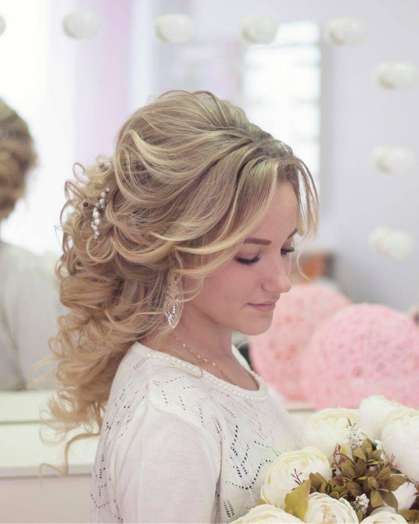 Свадебные прически на длинные волосы с фатой - 65 фото 2020 года