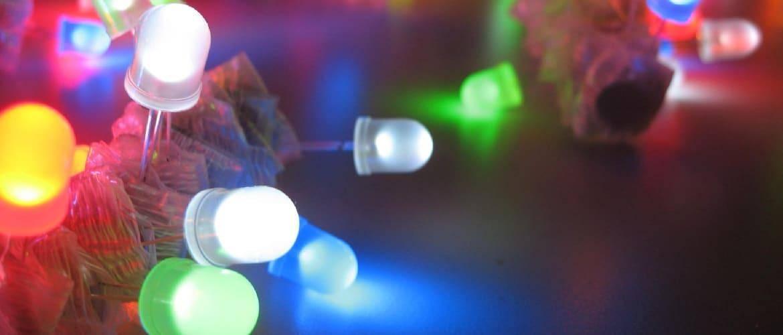 Новогодние гирлянды – как правильно выбрать и повесить украшения?