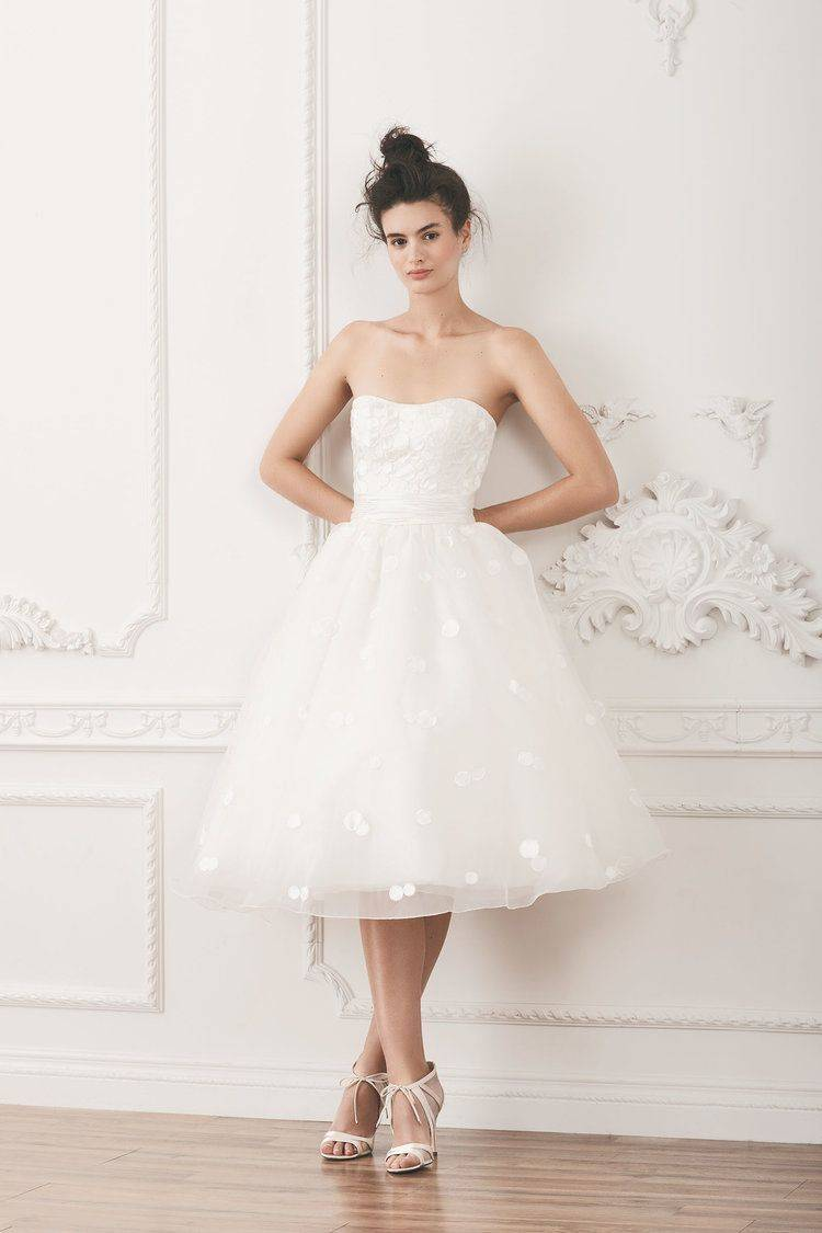 Свадебные платья для полных девушек-невест (127 фото) 2020: нарядные, короткие, фасоны, какие подходят для венчания