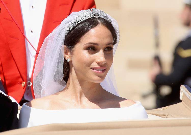 Как выбрать прическу к свадебному платью