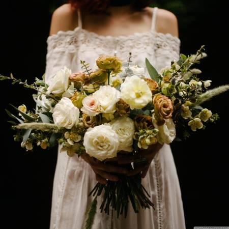 Как бросать букет невесты?