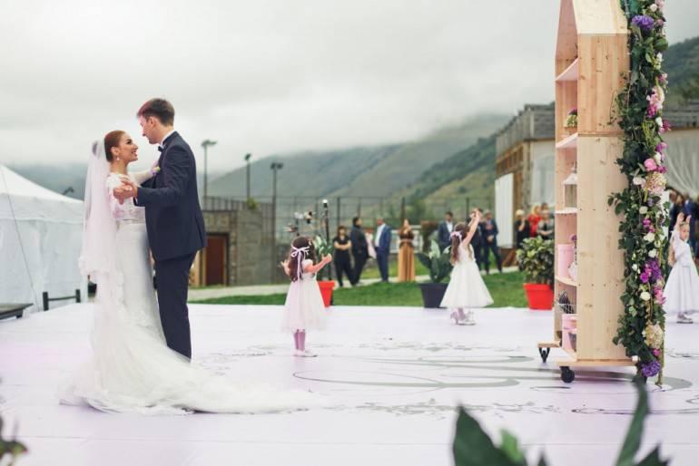Почему свадебное платье белого цвета?