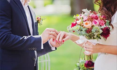 Как носят обручальные кольца в разных странах: особенности и традиции