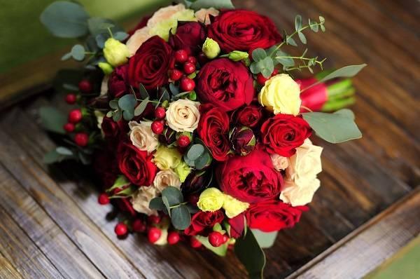 Букет невесты из кустовых роз: идеи оформления и сочетания с другими цветами