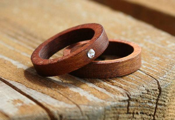 Что подарить на 5 лет свадьбы мужу? подарки из дерева на деревянную свадьбу