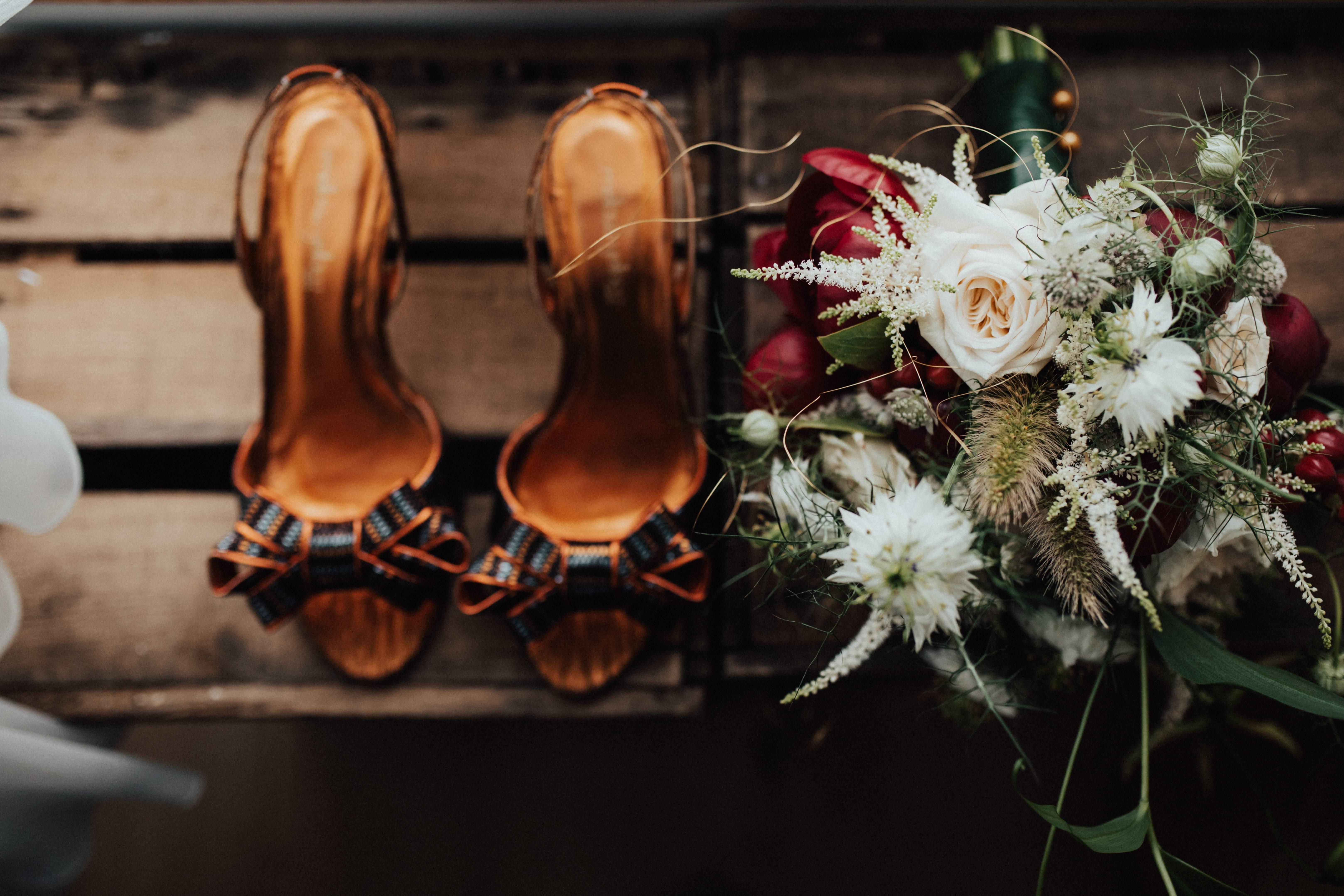 Что делать с букетом невесты после свадьбы: приметы и идеи