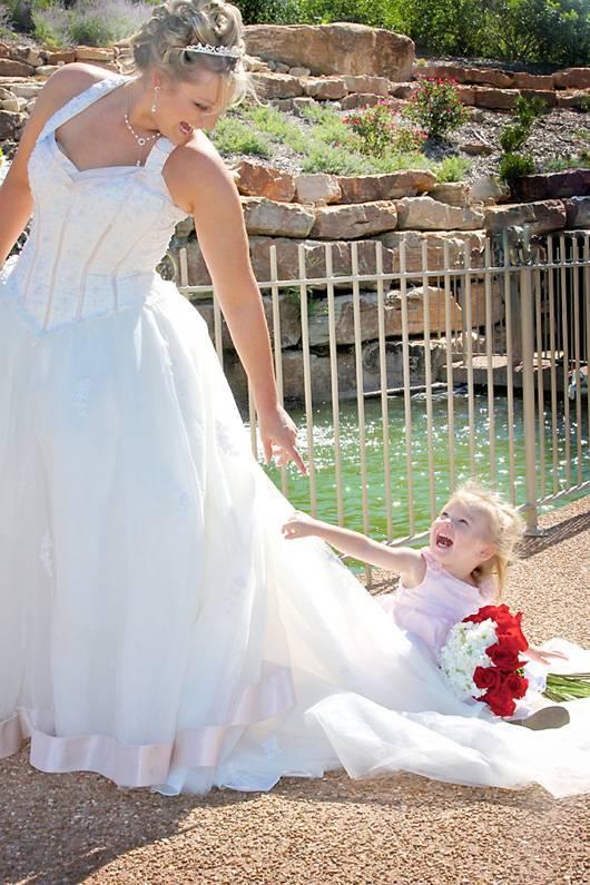 Дети на свадьбе: чем их занять и как задействовать в праздновании?