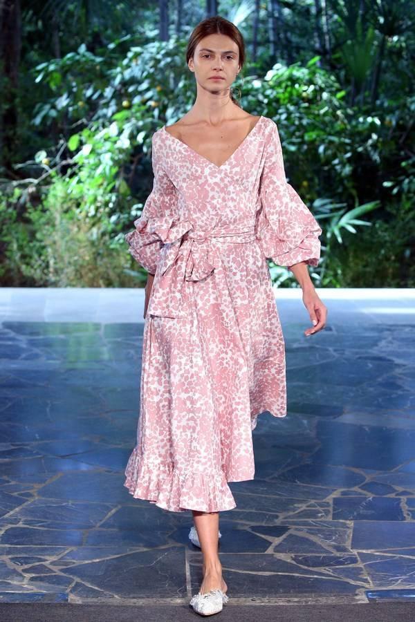 Необычные платья 2020-2021 — фото идеи нарядов для необычных модниц