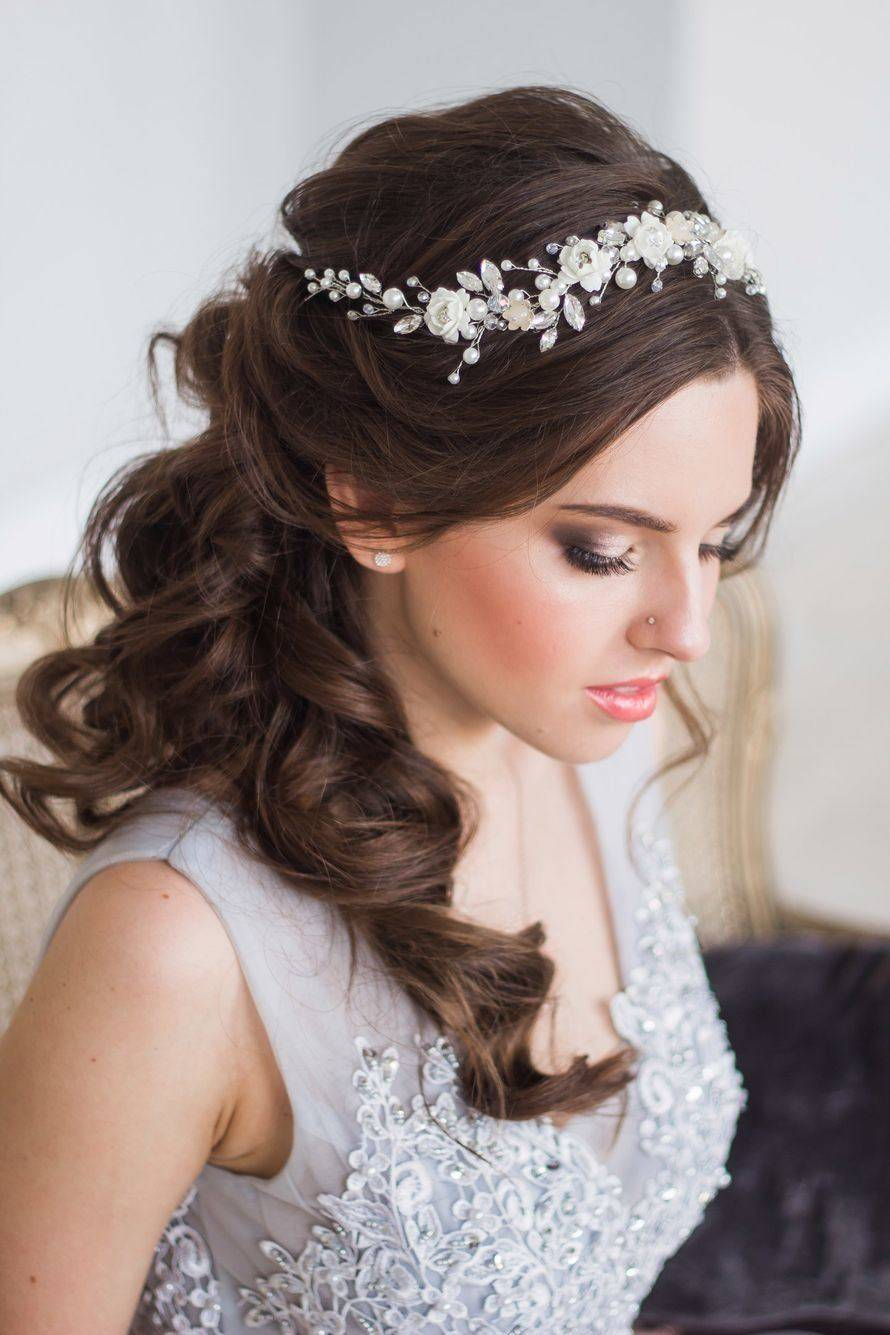 Аксессуары для свадебной прически — за и против
