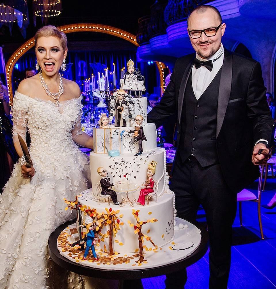 Прически для подружки невесты: праздничная элегантность