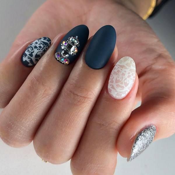 Красивый маникюр со стразами: дизайн ногтей со стразами — фото новинки