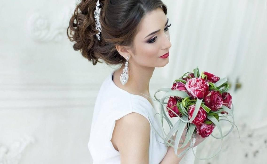 Идеи свадебных причесок с диадемой