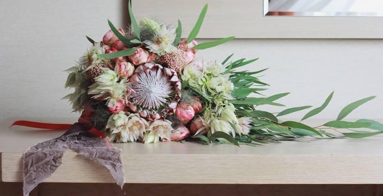 Свадебный букет из ранункулюсов (фото)