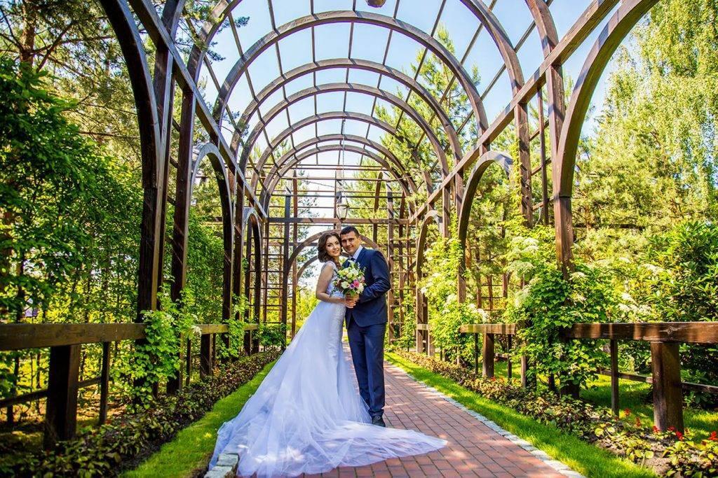 Свадебная фотосессия в студии (40 фото): идеи для съемки в фотостудии для невесты перед свадьбой