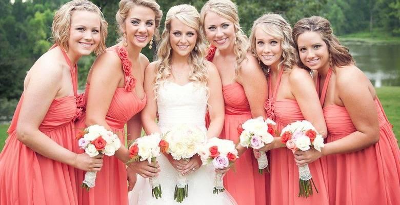 Прически на свадьбу для гостей (71 фото): легкие вечерние укладки для девушки приглашенной в качестве гостьи, для сестры и подруги невесты, красивые свадебные образы