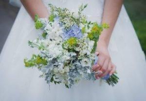 Синий свадебный букет невесты: варианты превосходного сочетания
