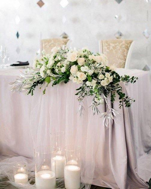 Букет в подарок на свадьбу молодоженам (113 фото): какие цветы дарят молодым от родителей и гостей?