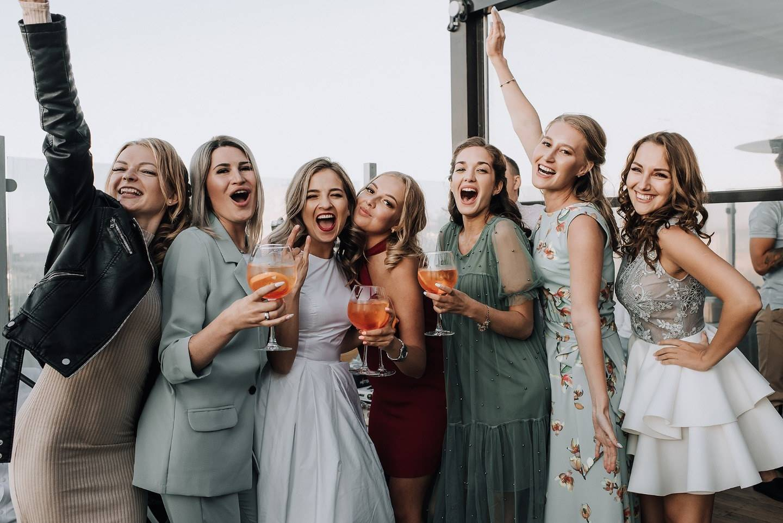 Интересные идеи для девичника: какую тематику выбрать для празднования с подругами?